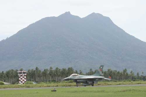 F-16 Fighting Falcon TNI AU di Lanud Ranai (Foto: Angkasa.co.id)
