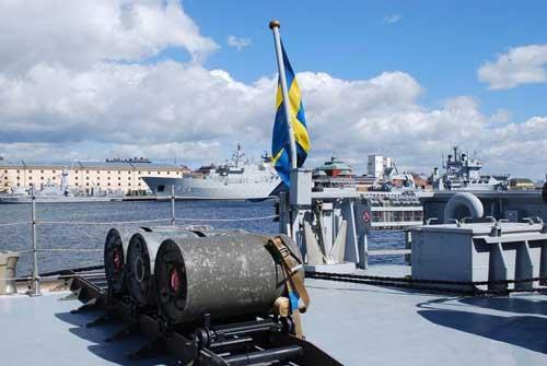 Bom laut (depth charge) pada buritan Koster Class.
