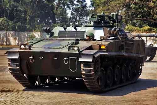 AMX-13 VCI retrofit dengan perubahan body hull bagian depan.