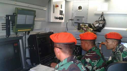 Operator di dalam Command Post.