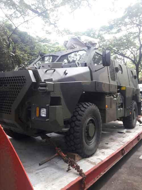 "Bushmaster versi modifikasi PT Pindad ""Sanca."""
