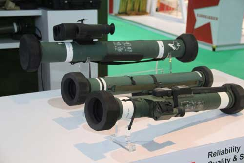 instalaza_from_spain_showcased_its_new_c90_cs_man_portable_anti_tank_missile_system_at_dsa_640_001