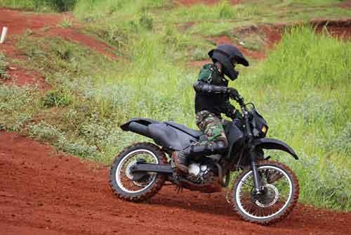 Aksi Kopassus dengan motor trail.